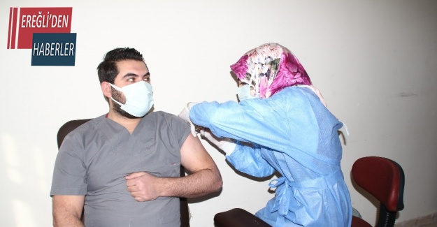 Konya'nın Yunak ilçesinde ilk Covid-19 aşısı yapıldı