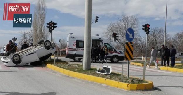 Konya'da çarpışan otomobillerden biri takla attı: 1 yaralı