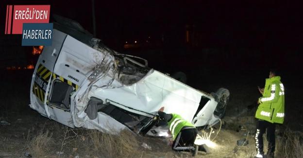Konya'da otomobil ile minibüs çarptı: 4 yaralı