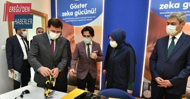 Leyla Şahin Usta Başkan Kılca ile birlikte Karatay BİLSEM'de incelemelerde bulundu
