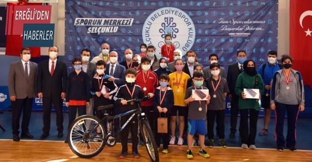 Selçuklu'da masa tenisi turnuvasında ödüller sahiplerini buldu