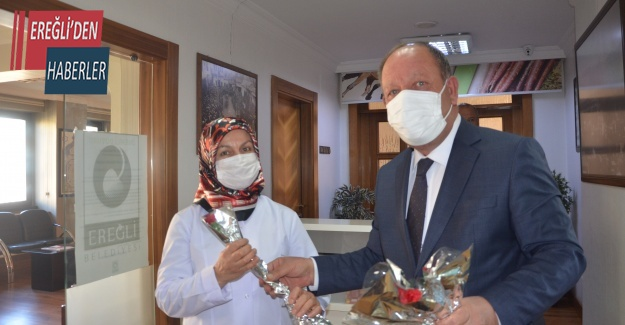 Başkan Oprukçu'dan Kadınlarımıza karanfil