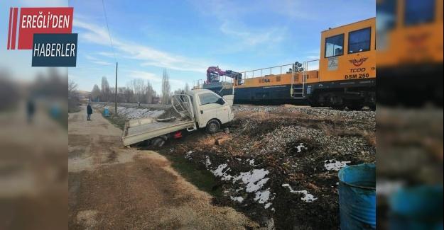 Ereğlide  lokomotif ile kamyonet çarpıştı: 1 yaralı