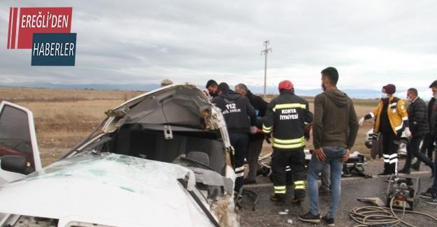 İşçi servisi ile otomobil çarpıştı: 2 yaralı