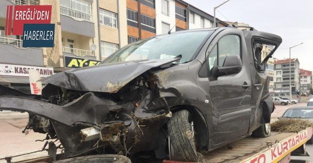 Kontrolden çıkan hafif ticari araç takla attı