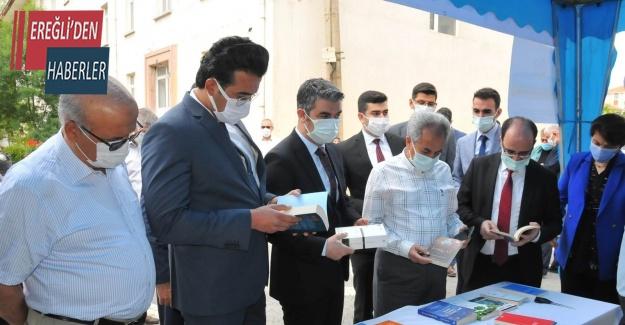 Akşehir'de kitap bağış kampanyası standı açıldı