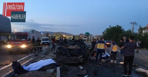 Otomobil ile kamyon çarpıştı: 2 ölü, 1 yaralı