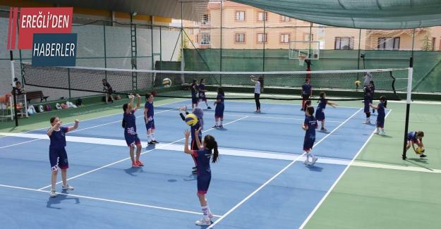 Meram'da yaz spor okulları başladı