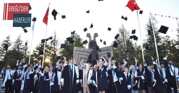 Selçuk Üniversitesinde genç diş hekimleri diplomalarını aldı