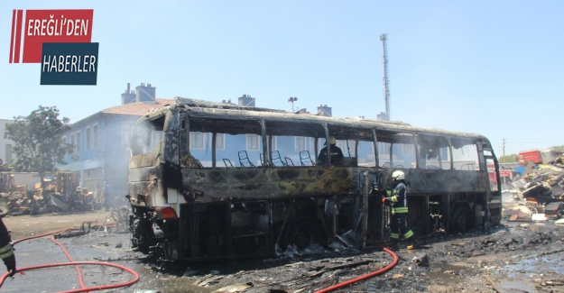 Hurdalıkta otobüs alev alev yandı