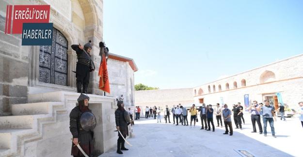 Konya'da her cuma Selçuklu Sultanlarına saygı nöbeti tutuluyor