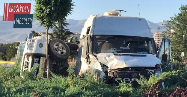 Konya'da minibüs ile kamyonet çarpıştı: 1 yaralı