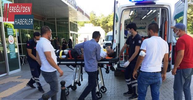 Motosikletle hafif ticari araç çarpıştı: 1 yaralı