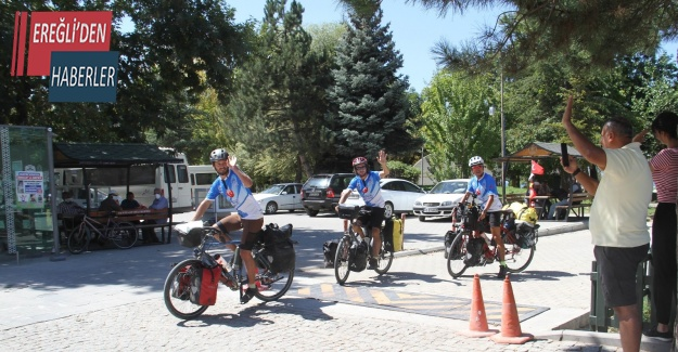 Bisiklet turunda yolları Türkiye'de kesişen Fransız ve Çinli mühendisler Konya'da mola verdi