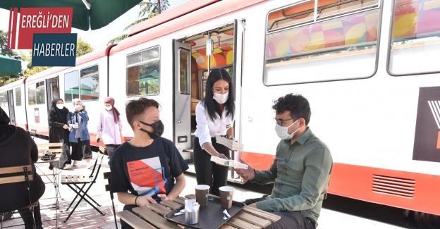 Konya'da tramvaylarda kitap sürprizi