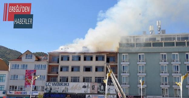 Mağaza deposunda çıkan yangın paniğe neden oldu