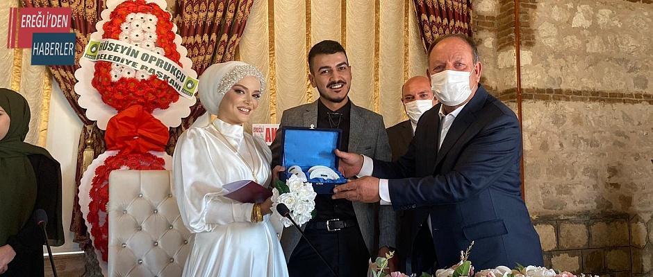 Ereğlili gazinin nikahını Başkan Oprukçu kıydı
