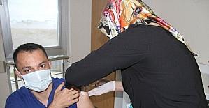 Beyşehir'de sağlık çalışanlarına ilk korona virüs aşıyı yapıldı