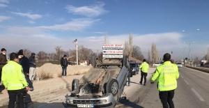 Ereğlida iki otomobil çarpıştı:...