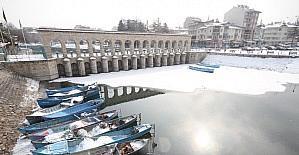 Beyşehir Gölü'nde kartpostallık kar manzaraları