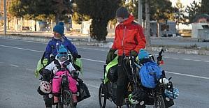 Bisikletleriyle dünya turuna çıkan iki...