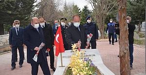 Polis Haftası için Karanfiller bırakıldı