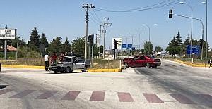 Konyada otomobiller çarpıştı:...