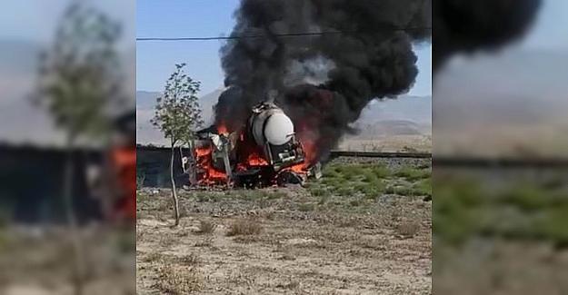 Tekeri kilitlenen tanker alev topuna döndü, sürücü son anda kurtuldu