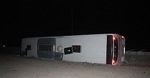 Konyada yolcu otobüsü devrildi:...